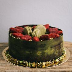 #matcha #pistachio #strawberry #mango #cake #glutenfree #macaron #praline Mango Cake, Pistachio, Matcha, Macarons, Glutenfree, Acai Bowl, Strawberry, Sweets, Breakfast