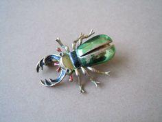 Alte Brosche emailiert Email Käfer goldfarbenes Metall 5,9 g/ 3,4 x 2,6 cm