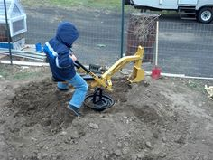 My Pops could soooo build this Sandbox Digger. Would be fun to watch him make it.