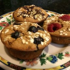 I have always had a sweet tooth and love baked goods! In the morning the smell of muffins, coffee cake, or fresh bread baking is divine! There is something comforting about the sce… 21 Day Fix Breakfast, Breakfast On The Go, Breakfast Options, Oatmeal Muffins, Breakfast Muffins, Healthy Muffins, Healthy Treats, Lunch To Go, Fresh Bread