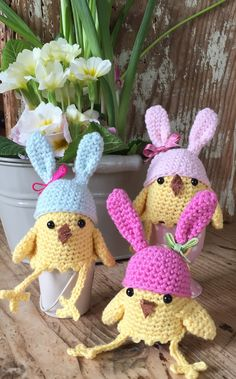 Make Kate Eastwood's Easter Egg Cosies for a spring breakfast, or fun tea time! Follow the step by step tutorial with Kate's clear instructions!