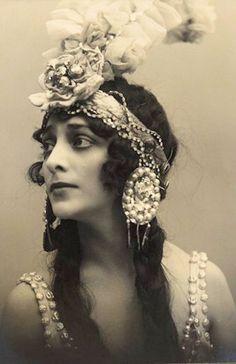 Margarita Frohman (20), Russian ballet dancer - 1917 - Moscow -  Photo by M. Saharov & P. Orlov