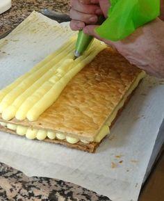 Pour vos mille-feuilles, éclairs et religieuses... voici une recette pas à pas pour ne pas rater votre crème pâtissière.