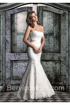 Traditional Mermaid Strapless Vintage Lace Wedding Dress With Removable Sash