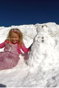 8ba93c55f25 Building a snowman at Alpine Slide at Magic Mountain