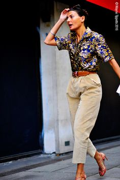 London – Giovanna Battaglia shows how to do casula chic. An elegant but practical-ish sandal and statement blouse.