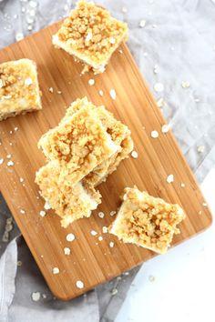 Suklaapossu: Makean kirpeät sitruunaneliöt Bamboo Cutting Board, Cheese, Desserts, Food, Mascarpone, Tailgate Desserts, Deserts, Essen, Postres