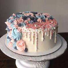 diy birthday cake for men husband American Buttercream Vanilla Cake Credit: cakesbyheber Cake Decorating Frosting, Cake Decorating Videos, Birthday Cake Decorating, Cake Decorating Techniques, Birthday Cake Designs, Decorating Ideas, Decor Ideas, Food Cakes, Cupcake Cakes