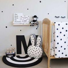 Irregular Dots Wandsticker - Poli & Oli White Nursery, Nursery Room, Nursery Wall Art, Nursery Decor, Scandinavian Nursery, Toddler Rooms, Nursery Inspiration, White Bedding, New Room