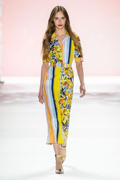 Badgley Mischka Spring 2020 Ready-to-Wear Fashion Show Collection: See the complete Badgley Mischka Spring 2020 Ready-to-Wear collection. Look 31 Summer Fashion Outfits, Fashion Week, Spring Summer Fashion, Spring Outfits, Style Couture, Couture Fashion, 2020 Fashion Trends, Fashion 2020, Vogue Fashion