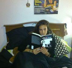 Otra joven lectora. Puedes adquirir tu ejemplar de «Todas son buenas chicas» en http://bit.ly/1nnYIIp