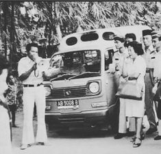 angkutan umum kota jogja th Old Pictures, Old Photos, Yogyakarta, Public Transport, Transportation, Vintage, Photos, Antique Photos, Antique Photos
