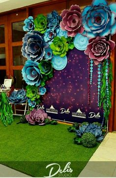 Ideas for wedding backdrop flowers floral wall photo booths Paper Flower Backdrop Wedding, Paper Flower Wall, Paper Backdrop, Giant Paper Flowers, Diy Flowers, Diy Paper, Paper Crafts, Decoration Evenementielle, Creation Deco