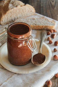 Pâte à tartiner maison crue - Ingrédients : 250 g de purée de noisette maison, 2 cuillères à soupe de cacao cru, 4 cuillères à soupe d'huile de noisettes...