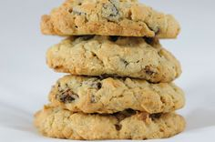 Oatmeal raisin cookies that look like chocolate chip cookies are the main reason i have trust issues. Chocolate Chip Cookies, Banana Oatmeal Cookies, Oatmeal Cookie Recipes, Semi Sweet Chocolate Chips, Cookie Desserts, Dessert Recipes, Protein Oatmeal, Chocolate Chocolate, Chocolate Truffles