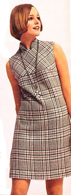 Mini vestido de tela plaid dentro de un catálogo que desconozco, 1968.