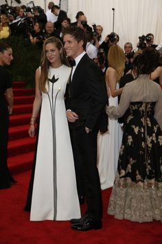 """Eddie Redmayne and Hannah Bagshawe arrive at the """"China: Through The Looking Glass"""" Costume Institute Benefit Gala"""