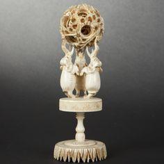 Boule de Canton en ivoire. Chine, XXe siècle Canton, Roof Tiles, Bone Carving, Ivoire, Turning, Jade, Amber, Puzzle, Perfume Bottles