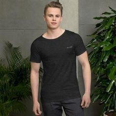 This cool, fashionable update on the classic t-shirt is just what's needed for a sleek, modern look. The raw neck detail and relaxed fit is perfect for a casual everyday outfit that has a twist for those who appreciate the little things. Urban Looks, Everyday Outfits, Fashion Advice, Classic T Shirts, Cool Outfits, Trending Outfits, Tees, Mens Tops, Clothes