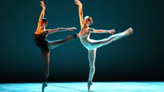 El Ballet de Víctor Ullate interpreta en primicia una pieza del ballet Carmen este viernes en el stand de Madrid de Fitur.