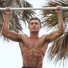 How zac efron got so hauntingly swole for baywatch Celebrity Bodies, Body Art Photography, Baywatch, Zac Efron, Healthy People 2020 Goals, In Hollywood, Gorgeous Men, Actors & Actresses, Eye Candy