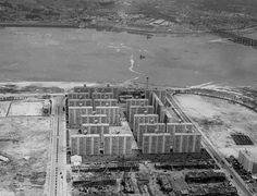 1974년 여의도 시범아파트. 우측 공터가 지금의 63빌딩 자리. 원효대교도 보이질 않는다.