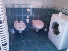 #ODJECHANAłazienka W Hotel, Washing Machine, Toilet, Laundry, Bathtub, Home Appliances, Retro, Bathroom, Laundry Room