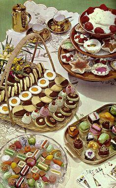 color vintage photo: Fancy Cakes and Cookies Vintage Baking, Vintage Sweets, Vintage Food, Retro Recipes, Vintage Recipes, Dessert Illustration, Vintage Cookbooks, Food Drawing, Fancy Cakes