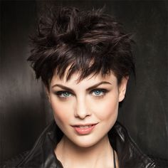 Check out these cool tomboy hairstyles, find your perfect shortie and get ready to have fun! These outstanding and sexy cuts guarantee to add elegance and femininity to your party looks! Choppy Haircuts, Short Choppy Hair, Short Hair With Bangs, Short Hair Cuts, Choppy Bangs, Latest Short Hairstyles, Short Hairstyles For Thick Hair, Curly Hair Styles, Black Hairstyles