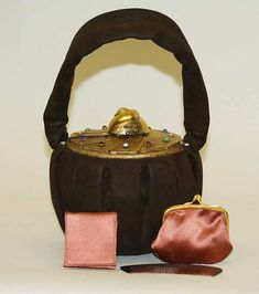 1940s. Delightful purse from the Metropolitan Museum. Here we can see the vanity case influence in evening bags of the period.