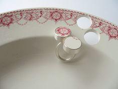 Gesine Hackenberg work > ceramic jewellery '06 > rings : jewellery artist between objects and wearable pieces