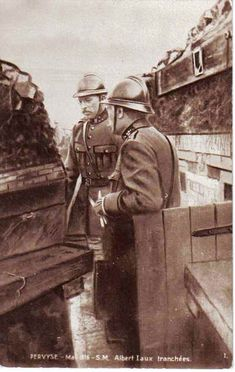 WWI. Pervyse, King Albert of Belgium in the trenches. (collection-Michel.T)