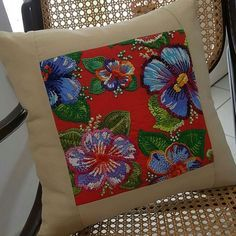 BQgHqjjjXQA the insta picbear highlights . Pillow Embroidery, Embroidery Stitches, Embroidery Patterns, Hand Embroidery, Cushion Cover Designs, Cushion Covers, Patchwork Cushion, Sewing Pillows, Easy Sewing Projects
