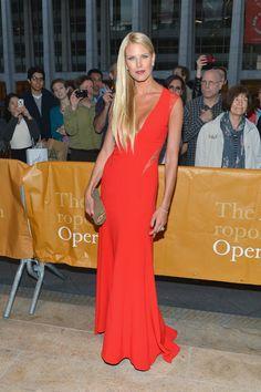Beth Ostrosky Stern At the Metropolitan Opera Season Opening Night Opera Dress, Red Carpet Fashion, Beautiful Models, Playing Dress Up, Black Tie, Elegant Dresses, Howard Stern, Fashion Dresses, Women Wear
