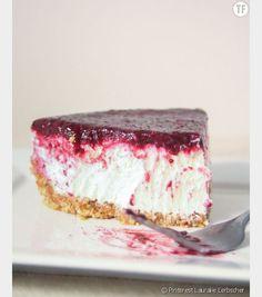 Healthy Gluten-Free Summer Desserts: No-Bake Greek Yogurt and Berry Cheesecake Healthy Gluten-Free Summer Desserts: No-Bake Greek Yogurt and Berry Cheesecake No Bake Desserts, Just Desserts, Delicious Desserts, Dessert Recipes, Healthy Desserts, Cheesecake Desserts, Skinny Cheesecake, Blueberry Cheesecake, Low Calorie Cheesecake
