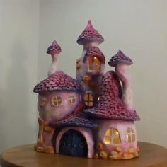 videos lamp We bet you have never seen a more whimsical lamp like this one! Diy Crafts Hacks, Diy Crafts For Gifts, Diy Home Crafts, Diy Arts And Crafts, Clay Crafts, Creative Crafts, Diy Pour Enfants, Clay Fairy House, Fairy Houses