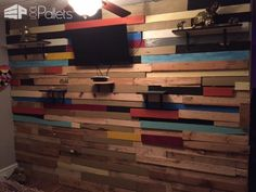 Walls & doors made from repurposed pallets can modernize any room at a fraction of the price of other materials! From modern to rustic or shabby chic, has more than hundred ideas to inspire you for your next pallet wall or pallet door project. Wooden Pallet Wall, Pallet Door, Pallet Barn, Pallet Wall Art, Pallet Walls, Wood Walls, Free Wood Pallets, Recycled Pallets, Wooden Pallets