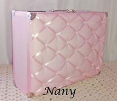 Maleta para bebê, aqui vc pode acomodar os primeiros itens para a maternidade com elegância e estilo.