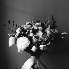 Для того чтобы быть полностью связанным с другим человеком вам придется сначала найти связь с самим собой. Виктор Франкл  #vsco #vscocam #vscorussia #vscominimal #minimalism #bnw #minimal #monochrome #unlimitedminimal #insta_bw #bw #blackandwhite #bnw_society #nocolor #minimalismlife #bwlife #bw_lover #simple #blackandwhiteonly #bwoftheday #lessismore  #минимализм #чернобелое #чб #философия #психология #цитаты #wedding #photographer #букетневесты