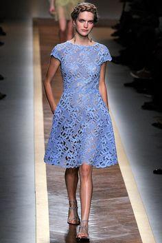 Valentino Spring 2012 Ready-to-Wear Fashion Show - Mirte Maas