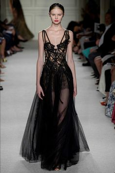 Marchesa Spring 2016 Ready-to-Wear Collection Photos - Vogue - luxury lingerie, lingerie pas cher, lingerie chest *ad Fashion Week, Fashion Show, Fashion Design, Fashion Poses, Fashion Editorials, Dark Fashion, High Fashion, Couture Fashion, Runway Fashion