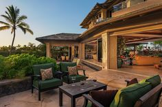 The contemporary Hawaiian architecture design with flawless indoor and outdoor features, allow you to enjoy Hawaii's incredible year-round weather from within the home.