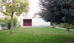 Garage  Garden Facilities / Nuno Castro