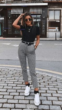 """Catchy Fall Outfits To Copy Right Now""""},""""type"""":""""pin Kurze Mom Jeans, Camiseta Tommy Jeans und alle Star Branco. Kurze Mom Jeans und All Star BrancoKurze Mom Jeans und All Star BrancoMom Jeans und Converse All Star WeißMom Jeans. Hijab Casual, Cute Casual Outfits, Casual Ootd, Ootd Hijab, 30 Outfits, Casual Fall, Semi Casual Outfit Women, Dress Casual, Simple Edgy Outfits"""