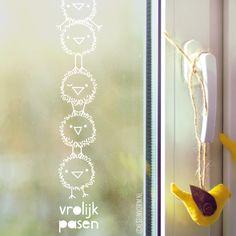 Hoeveel kuikentjes kun je op elkaar stapelen voordat ze omvallen? Grappige #raamtekening om met Pasen op de ramen te tekenen!