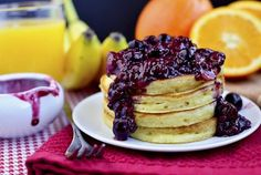 Orange Pancakes with Berry-Orange Sauce Breakfast Crepes, Breakfast For Dinner, Perfect Breakfast, Breakfast Ideas, Healthy Breakfast Recipes, Healthy Food, Pancake Recipes, Healthy Eating, Pancakes And Waffles