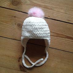 Louise's verden: Gratis opskrift på hæklet babyhue med kvast Crochet For Kids, Diy Crochet, Crochet Baby, Chrochet, Toddler Outfits, Baby Hats, Kids And Parenting, Winter Hats, Knitting