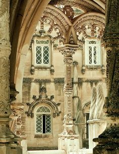 I just love the details on those arches.  I also love the color of stone.  This is very much the color I imagine the walls of Wildwood being.  Very warm and lovely - ancient but not ugly.