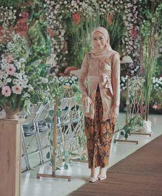 Kebaya Batik Modern Kebaya Lace, Batik Kebaya, Kebaya Dress, Dress Pesta, Kebaya Modern Hijab, Kebaya Hijab, Kebaya Muslim, Kebaya Brokat, Muslim Fashion