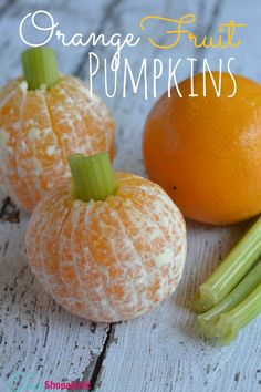 Healthy Halloween Snacks - Orange Fruit Pumpkins! SO CUTE and FUN! #halloween #halloweenrecipes